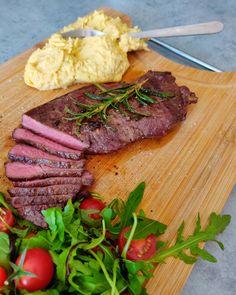 Monday booster - Beef steak with hummus and rocket salad Recipe on the blog (link in bio) #beefsteak #beefsteaktomatoes #arugola #rucola #balsamicvinegar #balsamicdrizzle #hummus #homemadehummus #sirloinsteak #sirloin #lowfat #chickpeas #roastedgarlic #instafood #foodporn #lunchideas #lunchtreat Sirloin Steaks, Beef Steak, Homemade Hummus, Roasted Garlic, Balsamic Vinegar, Chickpeas, Salad Recipes, Food Porn