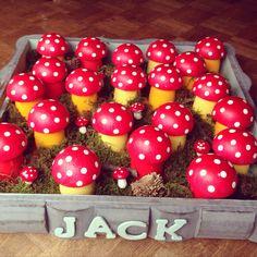 Traktatie paddestoel petit Gervais/ danoontje Sweets, Vegetables, Gifts, Food, Baby, Presents, Gummi Candy, Candy, Essen