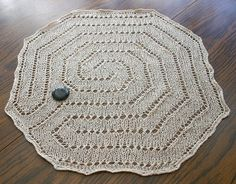 """""""Baltic Finger Labyrinth"""" #knit pattern by Beth Dubeck; chart is available free via Ravelry."""