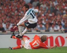England 4 Holland 1 in 1996 at Wembley. Jordi Cruyff slides tackles Teddy Sheringham in Group A at Euro Euro 1996, England Football, International Football, National Football Teams, European Championships, Coming Home, Running, Netherlands