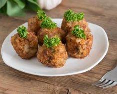 Boulettes légères de bœuf au pain d'épices rassis : http://www.fourchette-et-bikini.fr/recettes/recettes-minceur/boulettes-legeres-de-boeuf-au-pain-depices-rassis.html