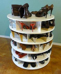 São tantos sapatos que é preciso arranjar um espaço para organizá-los e ter sempre a mão quando resolver pegar um para sair para passear. Procure limpar bem antes de deixar guardado, principalmente bem secos, porque a...