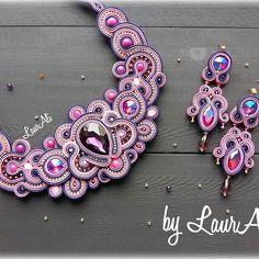 La vie en Rose Girls Jewelry, Boho Jewelry, Jewelry Sets, Jewelery, Soutache Necklace, Necklace Set, Tutorial Soutache, Handmade Necklaces, Handmade Jewelry