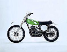 Japanese Motorcycle, Retro Motorcycle, Vintage Motocross, Motorcycle Garage, Kawasaki Kx 250, Kawasaki Dirt Bikes, Vintage Bikes, Vintage Motorcycles, Cool Bicycles