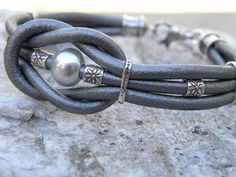 Love Knot Silver Gray Leather and Pearl Sterling door TANGRA2009