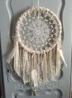Bonjour, voici comme promis mon tuto Plus Lace Dream Catchers, Dream Catcher Mobile, Dreamcatchers, Tammy Love, White Day, Handmade Decorations, Crochet Doilies, Diy And Crafts, Wordpress