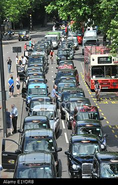 Embankment, London, UK. 11th June 2014. London Black cab drivers protest against Uber mobile taxi App and bring the center of London to a standstill. © Matthew Chattle/Alamy Live News