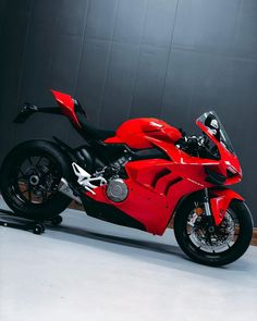Ducati Performance, Bike Photoshoot, Biker Boys, Ducati Motorcycles, Sportbikes, Supersport, Motorcycle Bike, Vintage Bikes, Custom Bikes