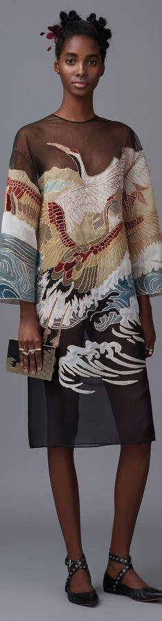 Valentino - Pre Fall 2016 Fashion Details, Fashion Art, Vogue Fashion, Fashion Clothes, Couture Fashion, Fashion Rings, Fashion Mode, High Fashion, Runway Fashion