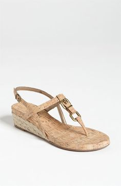 A nice summer everyday shoe, with a little height. Nice in neutral like this!