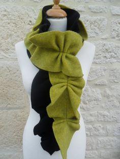 Echarpe  en polaire noire et vert anis