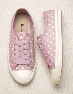 Polka dot sneakers! Finally some tennis shoes girly enough for me :)