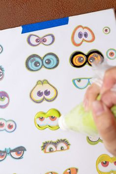 Use stickers to make Spooky Candy Eyes also known as Royal icing transfers or candy decorations. They're helpful tools to use when decorating cookies. Royal Icing Cake, Royal Icing Flowers, Royal Icing Templates, Royal Icing Transfers, Cupcake Icing Designs, Cookie Designs, Royal Icing Decorations, Candy Decorations, Fall Cookies