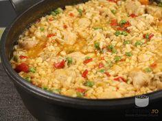 Pilaf de orez cu carne de pui (Pilaf with chicken). Grape Recipes, Diet Recipes, Cooking Recipes, Healthy Recipes, My Favorite Food, Favorite Recipes, Romanian Food, Romanian Recipes, European Dishes