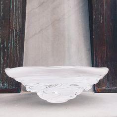 A moment captured • • •  #moment#water#waterbowl#art#contemporaryart#glass#madeinamerica#movement#white#artglass#handmade#seaside#seasidefl#southwalton#shoplocal#decor#designinspo#design#interiordesign#beautiful