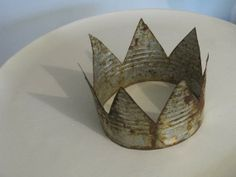 This adorable crown is made from a tin can, neat trick for getting it to rust too. zefisblog.blogspot.com