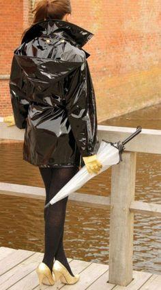 #RaincoatsForWomenRainyDays #RaincoatsForWomenShoes