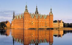 Frederiksborg Castle is a water castle in Hillerød on the Danish island of Zealand . It is the largest and most important building of the Northern Renaissance and today houses the Danish National Museum.
