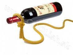 Originálny darček Laso – držiak na víno Žltý http://www.coolish.sk/sk/darceky-pre-vinarov/laso-drziak-na-vino-zlty