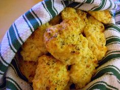 red lobster copycat cheddar bay biscuits -4 cups buttermilk biscuit mix, garlic powder, 3 cups cheddar cheese, 1 1/3 cup milk then butter, oregano, garlic salt for the top - I also added 1/4 cup wheat germ and 1/2 tsp dried chili powder since that's how we like it