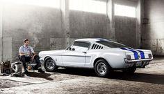 Am 17. April 1964 wurde der Ford Mustang als Hardtop und Cabrio der Öffentlichkeit präsentiert. Kunden schliefen vor den Schaufenstern, um einen der ersten Mustangs zu ergattern.  -- Oldtimer Calendar by Mirko Frank, via Behance