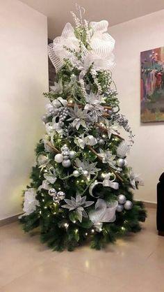 Navidad Elegant Christmas Trees, Creative Christmas Trees, Silver Christmas Decorations, Purple Christmas, Christmas Tree Design, Christmas Tree Themes, Noel Christmas, Christmas Centerpieces, Christmas Tree Toppers