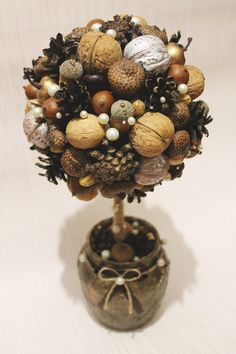 Chestnut decoration – the most beautiful ideas and DIY instructions for … – Wedding Favors Christmas Topiary, Pine Cone Christmas Tree, Christmas Wreaths, Christmas Decorations, Christmas Ornaments, Fall Wreaths, Pine Cone Decorations, Handmade Decorations, Diy Home Crafts