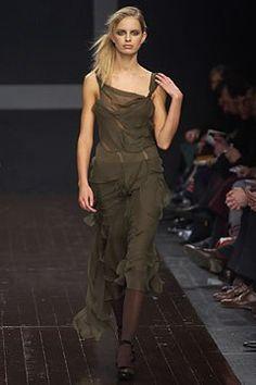 Alberta Ferretti Fall 2002 Ready-to-Wear Fashion Show - Karolina Kurkova, Alberta Ferretti