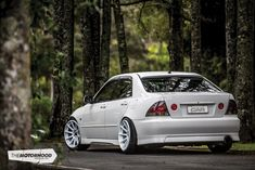White noise: Remo Grand's turbocharged Altezza — The Motorhood Slammed Cars, Jdm Cars, Tuner Cars, Lexus 300, Lexus Ct200h, Toyota Prius, Auto Toyota, Toyota Cars, Toyota Corolla