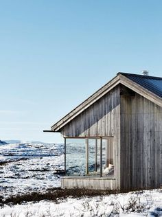 Mountain cabin in Reineskarvet, Norway Taktile arkitekter Torbjørn Tryti Architecture Durable, Interior Architecture, Interior And Exterior, Grey Exterior, Ideas Cabaña, Cabins And Cottages, Log Cabins, Cabins In The Woods, Tiny House