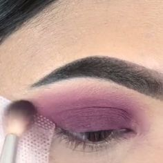 If you're looking for a splash of color in your eyes, try purple!💜 make up videos PURPLE SMOKEY EYES Pink Eye Makeup, Eye Makeup Art, Makeup For Green Eyes, Prom Makeup, Smokey Eye Makeup, Love Makeup, Makeup Inspo, Makeup Tips, Beauty Makeup