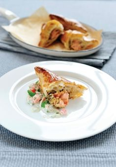 Bladerdeegkoekjes met zalm en graanmosterd, oostendse saus - Ambiance - Philippe Van Den Bulck !