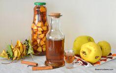 Lichior de gutui rețeta de gutuiată de casă - naturală, fină și aromată   Savori Urbane Limoncello, Hot Sauce Bottles, Food And Drink, Cooking Recipes, Beer, Urban, Drinks, Liqueurs, Cakes