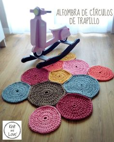 Alfombra a Crochet trapillo Vintage Crochet rug with vintage fabric-yarn knit and love Crochet Home, Love Crochet, Crochet Motif, Vintage Crochet, Knit Crochet, Crochet Patterns, Spirograph, Embroidery On Clothes, Quilt Festival