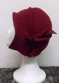 Cloché hat 20s vintage hat style in 100 % wool por LidiaArtThings