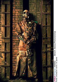 Homme steampunk monte la garde - Halloween