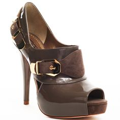 Oh, how I love the color brown!  These shoes - I'd wear 'em...