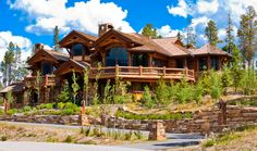16 Astonishing Log Home Designs and Plans (Photo Slideshow) - Design My Dream Home Log Cabin Living, Log Cabin Homes, Log Cabins, Log Cabin Resort, Future House, Architecture Antique, Log Home Designs, Kitchen Designs, Cabins And Cottages