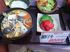 福の家@御茶ノ水。写真撮るのを忘れたのでサンプルで。米、中落ち、豚汁の味ともにgood。料理提供のスピード、おもてなし感申し分なし。日本酒も品揃え豊富。いい気になって飲んでいると予算は6000円超えくらいか。   https://tabelog.com/tokyo/A1310/A131002/13011649/
