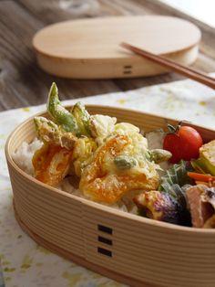 野菜のかき揚げ、鮭、卵焼き、人参のきんぴら