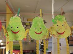 Blije peren Fruit Crafts, Food Crafts, Easter Crafts, Diy And Crafts, Crafts For Kids, Vegetable Crafts, Veggie Art, Autumn Crafts, Summer Fruit