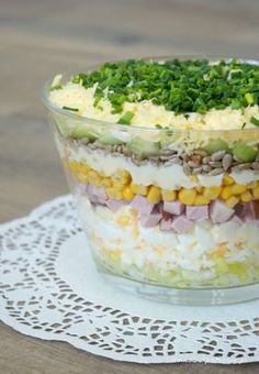 Layered salad with egg, ham and cucumber - Aniołki - Makaron Spinach Recipes, Salad Recipes, Vegetarian Recipes, Cooking Recipes, Healthy Recipes, Diet Recipes, Rabbit Food, Veggie Dishes, No Cook Meals