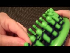 Loom Knit - Chunky Braid Stitch or 3 Over 1 stitch.  Video by Samantha Pixie.