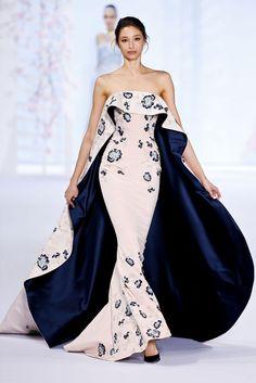 Ralph & Russo Spring 2016 Couture: Sonam Kapoor