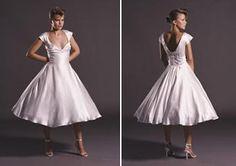Google Image Result for http://3.bp.blogspot.com/-PuQSwCFxKNY/ThQNMM2ofhI/AAAAAAAACFA/8APiURiS7sQ/s400/retro-wedding-dresses5.JPG