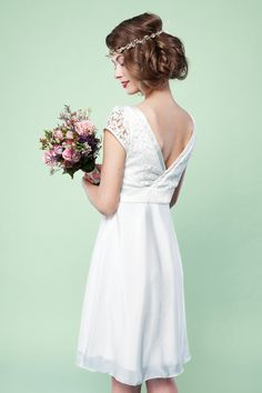 Entdecke lässige und festliche Kleider: Schlichtes Brautkleid Magalie made by Labude via DaWanda.com