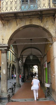 Explore the streets of Pisa Italy