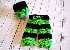 Items similar to Frankenstein Costume - Frankenstein Hat - Frankenstein - Halloween Costume - Newborn Prop - Frankenstein Prop - Halloween on Etsy Crochet Halloween Costume, First Halloween Costumes, Crochet Costumes, Baby Costumes, Crochet Fall, Holiday Crochet, Cute Crochet, Crochet For Kids, Crochet Baby Clothes
