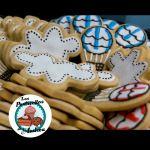 El tema de la fiesta era Globos y Nubes y que mas original que hacer las galletas con esas formas!; Ademas, los Cupcakes representarían el cielo en donde florarían unas nubes esponjadas y blancas. Y cuando el día es radiante y claro, solo nos provoca comer un rico helado; pero esta vez, fueron Cake Pops en forma de Paletas! Pide los tuyos por nuestras redes sociales #LosPostrecitosDeAndrea #Desserts #Dulces #Cupcakes #Postres #Tortas #Reposteria #Cookies #Clouds #Ballons