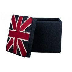 Apportez une touche So British à votre décoration avec ce pouf Union Jack qui se voudra non seulement ultra confortable, design avec son aspect 70's mais aussi très pratique de part son coffre de rangement.  http://www.declikdeco.com/p-pouf-coffre-jeans-england-44272-2761.html